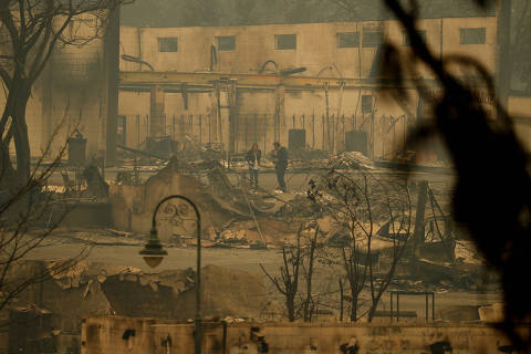 News reporters stand in an area burned by a wildfire, Tuesday, Nov. 13, 2018, in Paradise, Calif. (AP Photo/John Locher) ORG XMIT: CAJL103