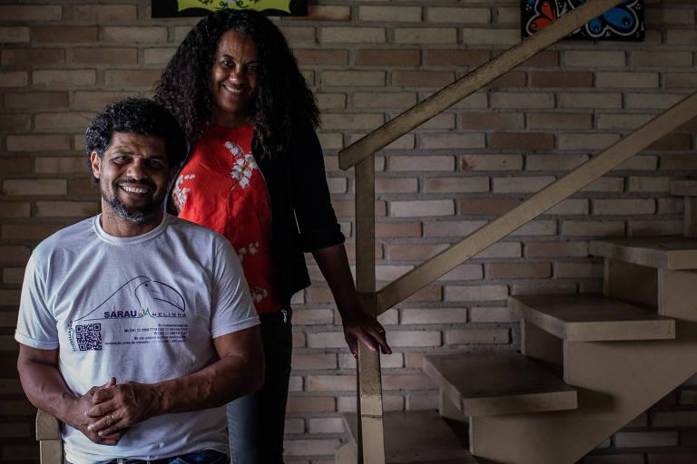 O ex-jogador de futebol Hélio de Oliveira Souto e sua esposa Amélia Fonseca Souto no hostel do casal em Maresias