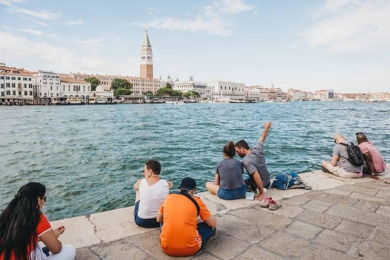 O que dá multa a turistas no exterior