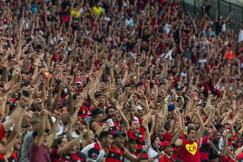 Rio de Janeiro, Rj, BRASIL. 18/06/2017;  Fotos da torcida no jogo Flamengo X Fluminence no maracana para o especial da Folha gritos da torcida.  ( Foto: Ricardo Borges/Folhapress) ***EXCLUSIVO FOLHA***