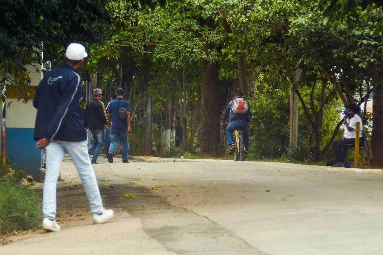 pessoas chegam para pernoitar no CTA Butantã