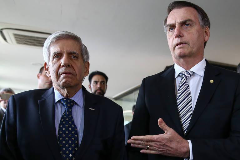 O general Augusto Heleno com Jair Bolsonaro, em Brasília