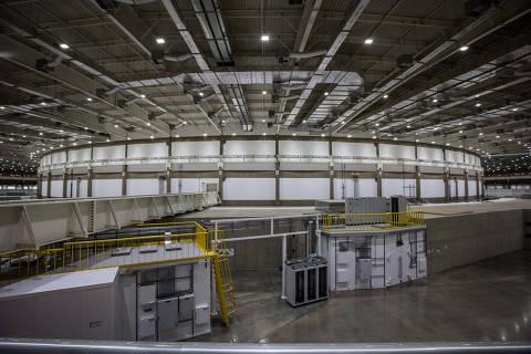 CAMPINAS, SP, BRASIL, 14-11-2018: Nesta quarta (14), será inaugurada a primeira etapa do Projeto Sirius, o novo acelerador de partículas de Campinas. Na foto o hall experimental, de onde é possíve ver a esquerda a blindagem do acelerador. (Foto: Bruno Santos/ Folhapress) *** FSP-CIÊNCIA, SAÚDE E EQUILÍBRIO *** EXCLUSIVO FOLHA***