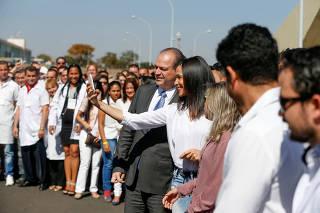 Ricardo Barros recepciona médicos brasileiros e cubanos