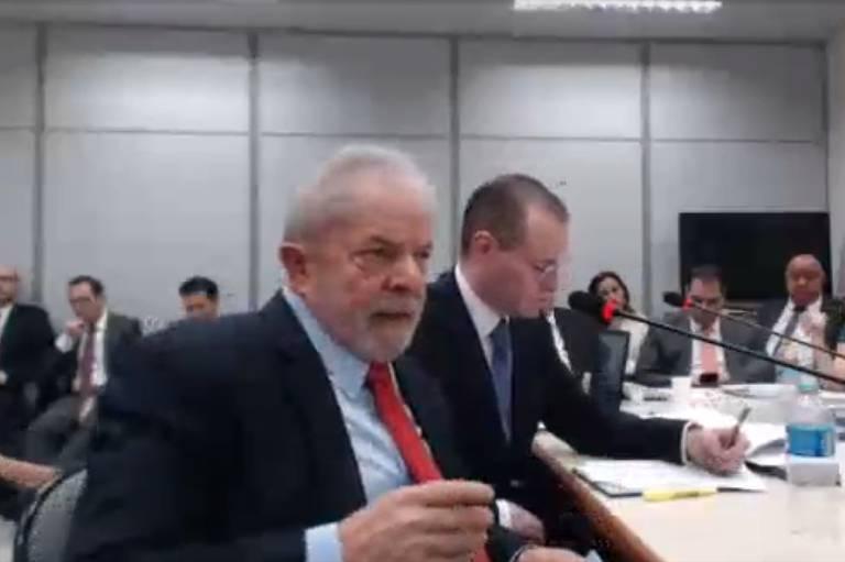 Lula deixa prisão pela primeira vez para depor