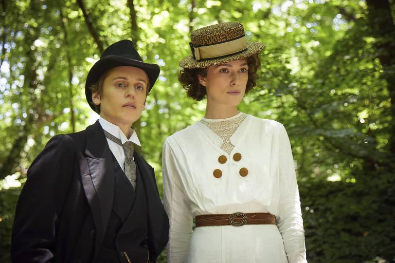Denise Gough e Keira Knightley em cena de 'Colette'