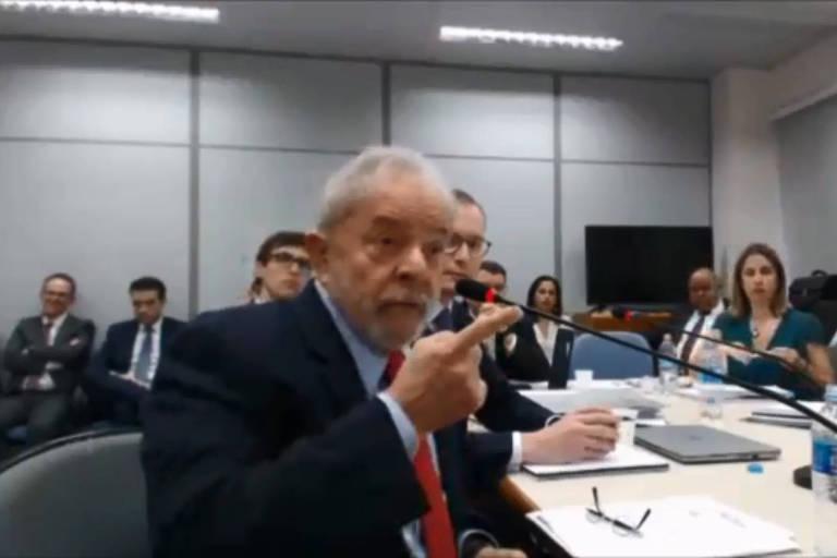 O ex-presidente Lula durante audiência com a juíza Gabriela Hardt, em novembro