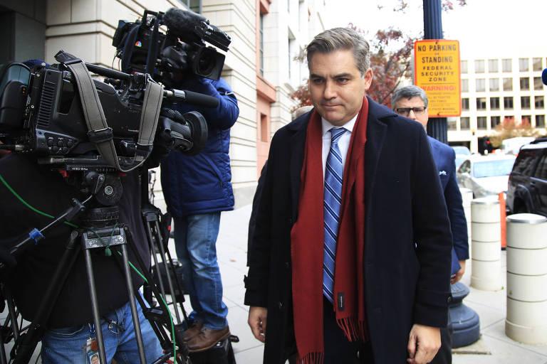 Jim Acosta, repórter da CNN, chega a tribunal em Washington