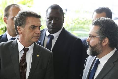 Escolha de chanceler Ernesto Araújo é vitória de Eduardo Bolsonaro