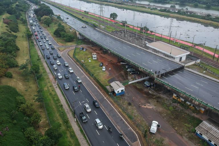 Viaduto cede na Marginal Pinheiros