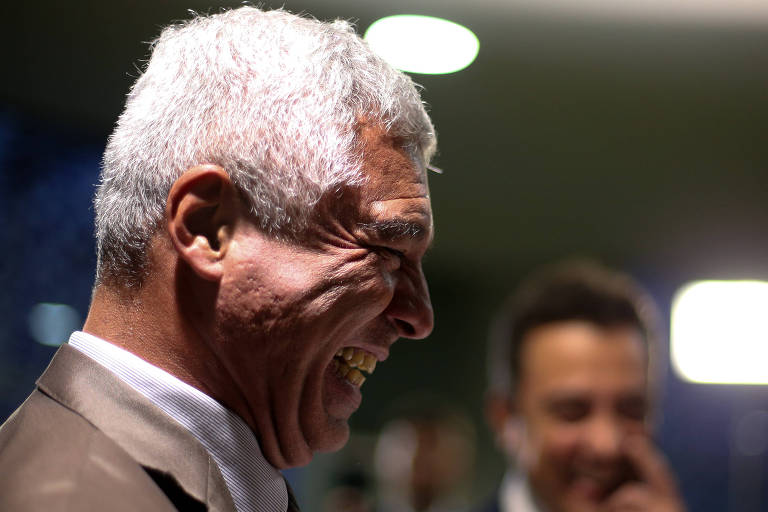 O deputado federal e senador eleito Major Olímpio (PSL) fala com a imprensa na Câmara