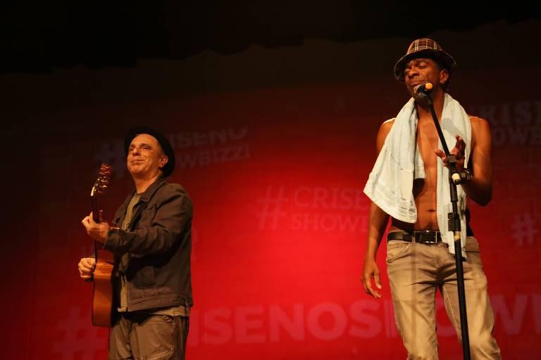 """Stand up """"Crise no show bizzi"""", com Hélio de la Peña (dir.)"""