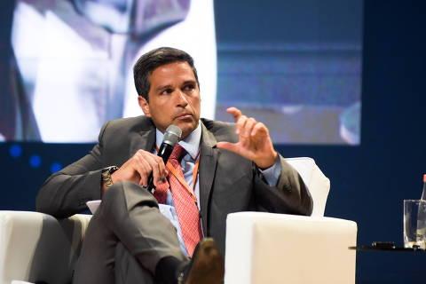 Mercado recebe bem indicação de Campos Neto ao BC; dólar cai 1%