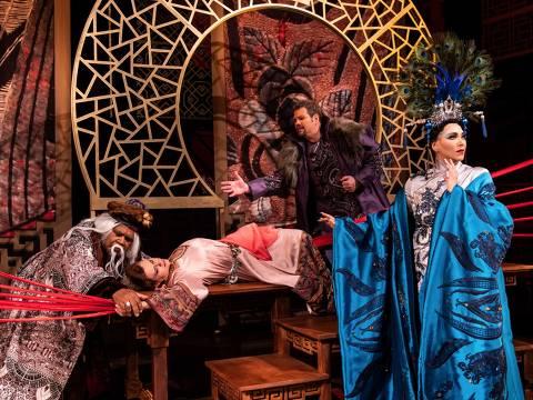 Elenco encena 'Turandot', do italiano Puccini, que estreia na sexta (16), no Municipal