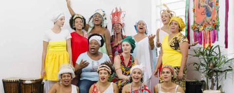 SAO PAULO, SP, BRASIL, 04-02-2015: Membros do bloco Ilú Oba De Min posam para foto na sede do grupo, em Campos Eliseos, regiao central de Sao Paulo, em 4 de Fevereiro de 2015. (Foto: Gabo Morales/Folhapress, REVISTA) *** EXCLUSIVO REVISTA: NAO PUBLICAR SEM AUTORIZACAO ***