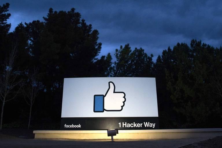 Placa do Facebook em Menlo Park, na Califórnia