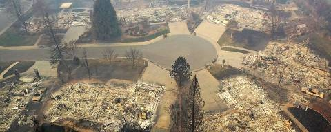 PARADISE, CA - NOVEMBER 15: An aerial view of a neighborhood destroyed by the Camp Fire on November 15, 2018 in Paradise, California. Fueled by high winds and low humidity the Camp Fire ripped through the town of Paradise charring over 140,000 acres, killing at least 56 people and destroying over 8,500 homes and businesses. The fire is currently at 40 percent containment.   Justin Sullivan/Getty Images/AFP == FOR NEWSPAPERS, INTERNET, TELCOS & TELEVISION USE ONLY ==