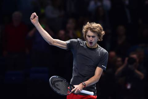 TOPSHOT - Germany's Alexander Zverev celebrates beating US player John Isner in their men's singles round-robin match on day six of the ATP World Tour Finals tennis tournament at the O2 Arena in London on November 16, 2018. (Photo by Glyn KIRK / AFP)