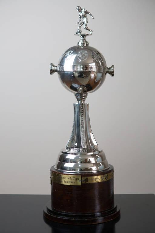Taça original da Libertadores terá que ser devolvida à Conmebol, que dará ao Audax uma réplica