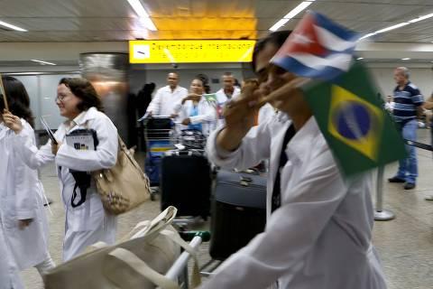 Posso até ser leviano, mas metade não volta para Cuba, diz Mourão sobre médicos
