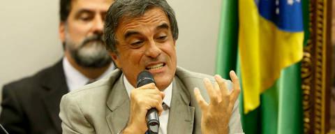 BRASILIA, DF,  BRASIL,  04-04-2016, 16h00: O ministro Jose Eduardo Cardozo, Advogado Geral da União, faz a defesa da presidente Dilma Rousseff na comissão especial do Impeachment, na câmara dos deputados. O dep. Rogério Rosso (PSD-DF) preside a comissão. O dep. Marcelo Aro (PHS-MG) levou um boneco pixuleco, representando o ex presidente Lula com roupas de presidiário, ao plenário. (Foto: Pedro Ladeira/Folhapress, PODER)