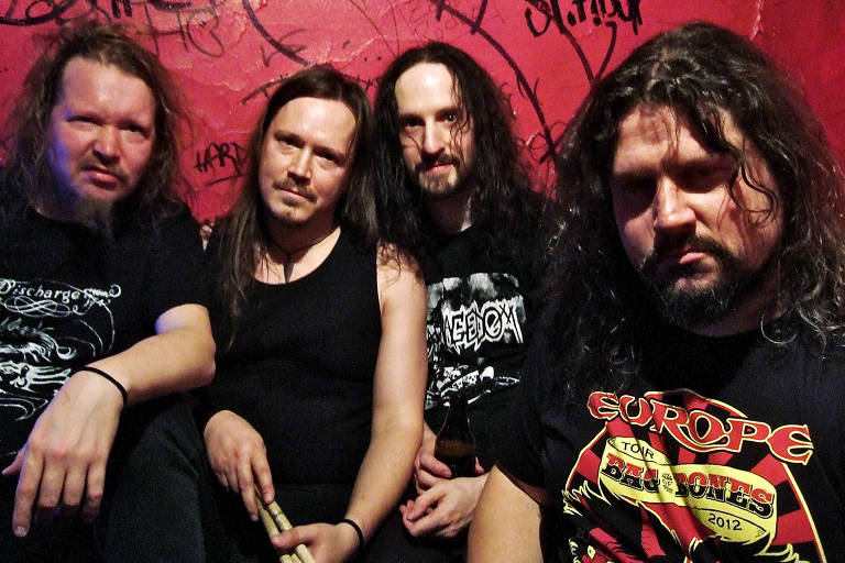 Integrantes da banda finlandesa Força Macabra, que canta músicas em português
