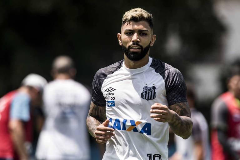 Gabriel, artilheiro do Campeonato Brasileiro com 16 gols, em treino do Santos