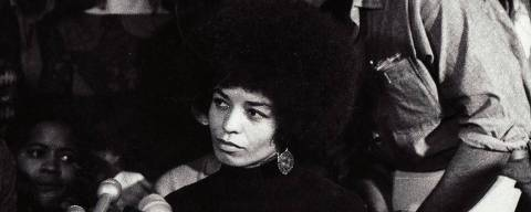 A ativista norte-americana Angela Davis (esquerda), personagem central do documentário