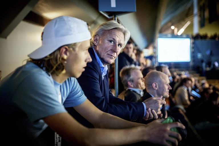 Leo Borg e seu pai, Bjorn Borg, assistem a jogo no Aberto de Estocolmo, em outubro