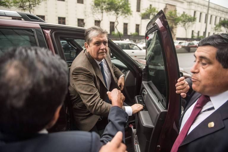 O ex-presidente peruano Alan García chega para depôr na última quinta (15) em investigação que investiga caso de corrupção envolvendo a Odebrecht
