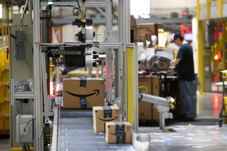 Esteira robotizada de 18km acelera entregas da Amazon no centro de distribuição de Baltimore, Maryland (EUA), um espaço de 90 mil metros quadrados; gigante é referência em armazenagem autônoma