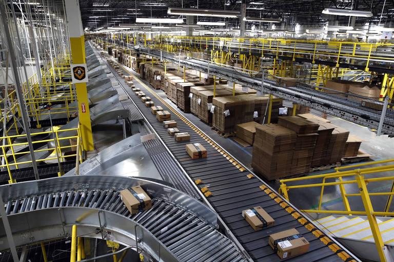 Centro de distribuição da Amazon em Baltimore; robôs sinalizam uma imensa mudança na maneira pela qual as coisas que compramos serão selecionadas, armazenadas e entregues