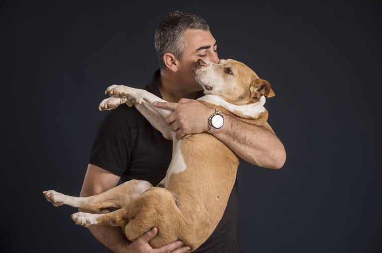 Alessandro Desco com seu pitbull, Guerreiro