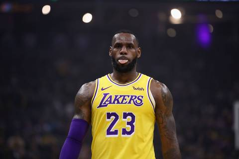 TOPSHOT - SACRAMENTO, CA - NOVEMBER 10: LeBron James #23 of the Los Angeles Lakers sticks his tounge out during their game against the Sacramento Kings at Golden 1 Center on November 10, 2018 in Sacramento, California. NOTE TO USER: User expressly acknowledges and agrees that, by downloading and or using this photograph, User is consenting to the terms and conditions of the Getty Images License Agreement.   Ezra Shaw/Getty Images/AFP (Photo by EZRA SHAW / GETTY IMAGES NORTH AMERICA / AFP)