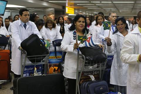 Médicos de Cuba e Brasil têm desempenho similar em prova exigida por Bolsonaro