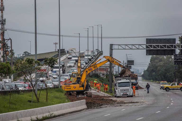 Obras no viaduto da marginal Pinheiros