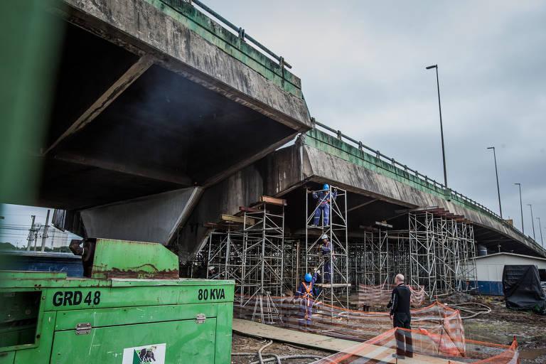 Obras de recuperação do viaduto que cedeu na marginal Pinheiros