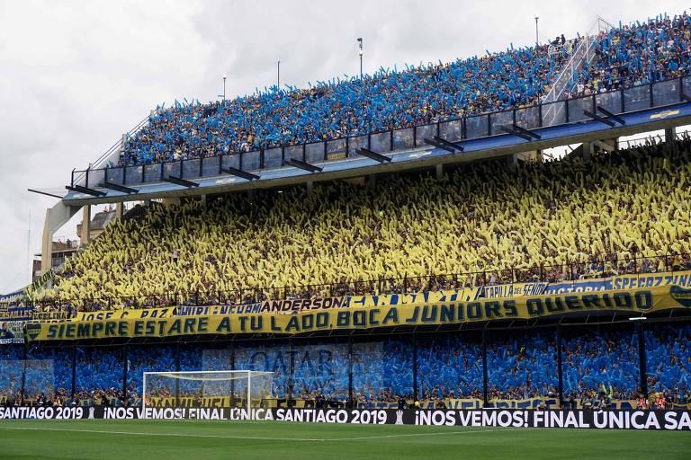 Torcedores do Boca Juniors, antes do início da partida contra o River Plate, no estádio La Bombonera, em Buenos Aires; desde março de 2020, o estádio não recebe torcedores em uma partida oficial