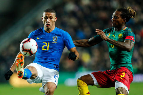 Soccer Football - International Friendly - Brazil v Cameroon - Stadium MK, Milton Keynes, Britain - November 20, 2018  Brazil's Richarlison in action with Cameroon's Gaetan Bong              REUTERS/Eddie Keogh ORG XMIT: AI