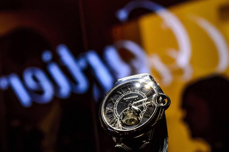 Relógio da marca Cartier, parte do grupo suíço de artigos de luxo Richemont; controladora adquiriu o site Watchfinder.co.uk, plataforma para o comércio de relógios de segunda mão
