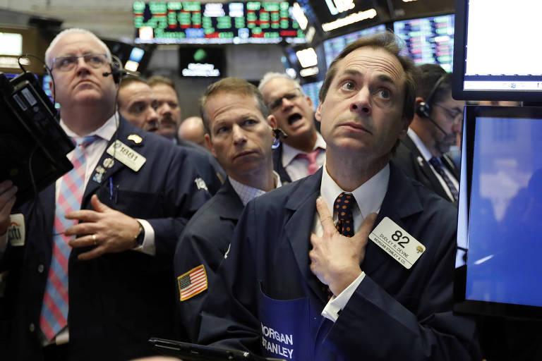 Operadores observam queda nas cotações na Bolsa de Nova York numa terça marcada por perdas
