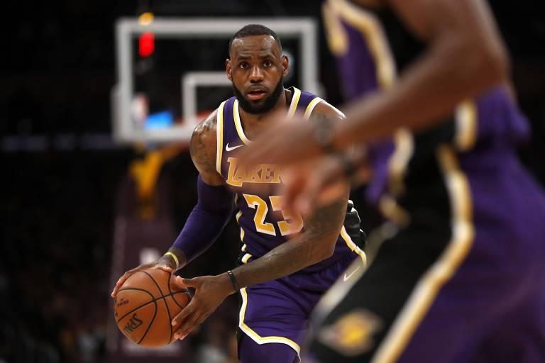 Hoje em paz com Cleveland, LeBron James pode aprofundar crise da ex-equipe