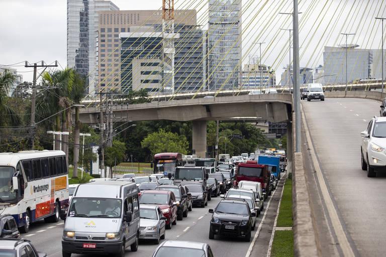 Trânsito na marginal Pinheiros