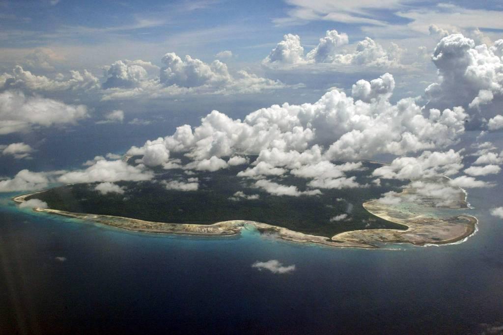 Foto aérea mostra a ilha de North Sentinel, no arquipélago de Andaman e Nicobar; povo que vive no local rejeita contato com mundo exterior