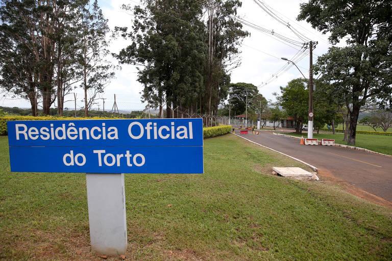 Fachada da entrada da Granja do Torto, uma das residências oficiais da Presidência, onde Bolsonaro vai morar durante o período da transição