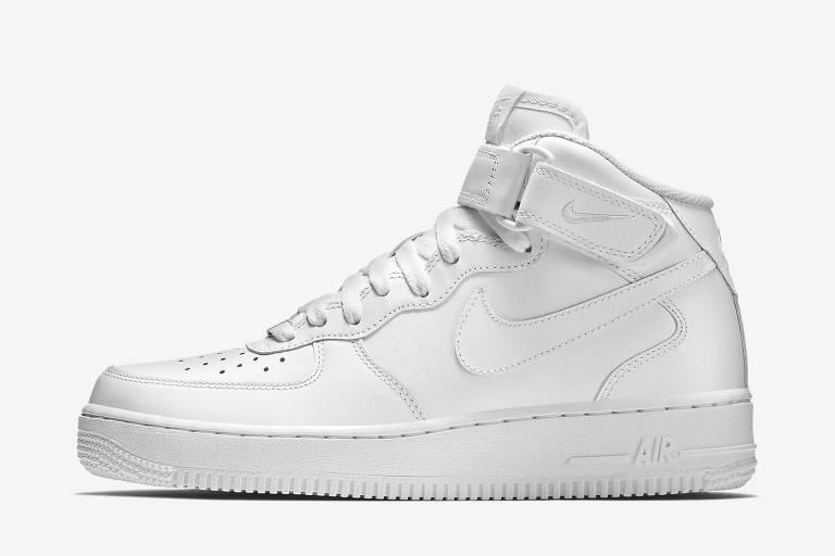 Clássico da Nike, o Air Force 1 Mid pode ser customizado na loja da marca em São Paulo. Por R$ 229,90 na Your ID Store. Site: www.youridstore.com.br