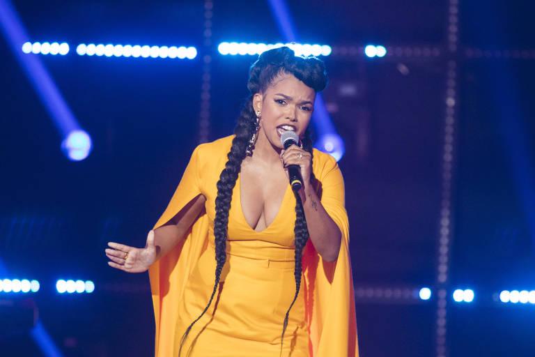 Jeniffer Nascimento no palco do PopStar durante a competição