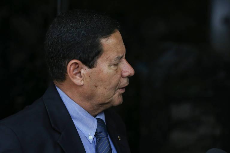 O general Hamilton Mourão, vice presidente de Jair Bolsonaro, chega ao CCBB para reunião com equipe de transição