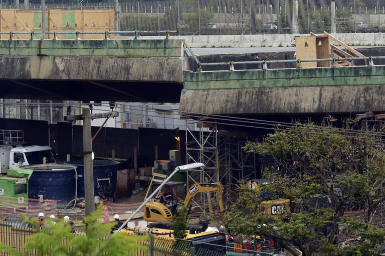 Viaduto que cedeu na Marginal Pinheiros na última quinta-feira (15)