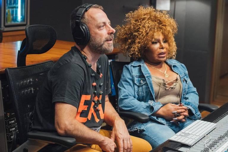 Elza Soares é a convidada de um episódio desta série que investiga os bastidores da criação de alguns dos maiores sucessos recentes da MPB